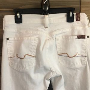❤️ Seven for all Mankind white jeans Size 26 ❤️